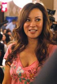 Jennifer_Tilly_Cute.jpg